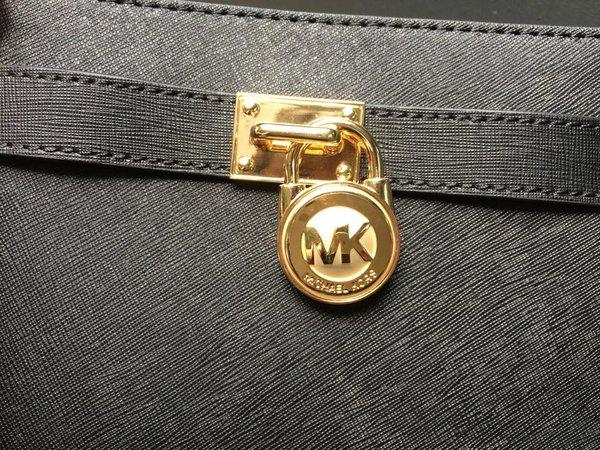 Đường may túi MK chính hãng chuẩn đến từng đường kim, mũi chỉ