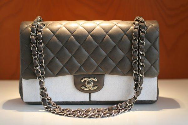 Mẫu túi xách Chanel hàng hiệu cao cấp vô cùng sang trọng và quý phái