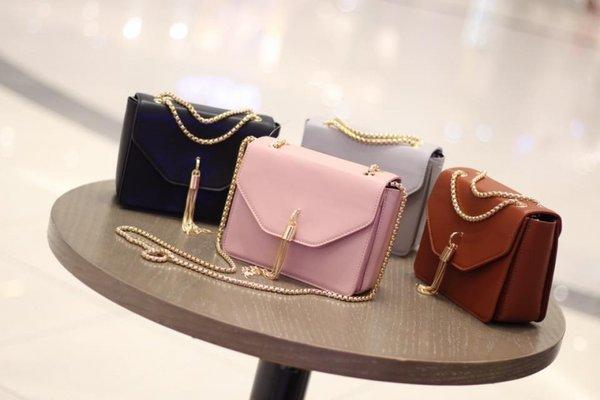 Những chiếc túi xách thiết kế khá đơn giản nhưng tinh tế