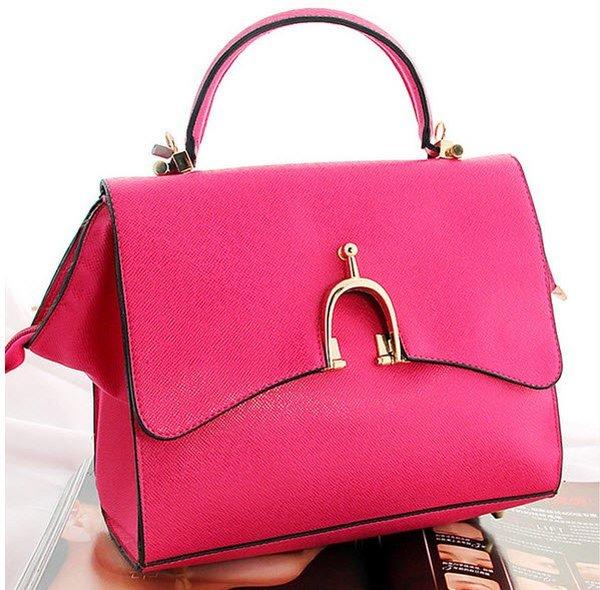 Những chiếc túi xách thiết kế khá đẹp mắt nhưng chất lượng không được đảm bảo