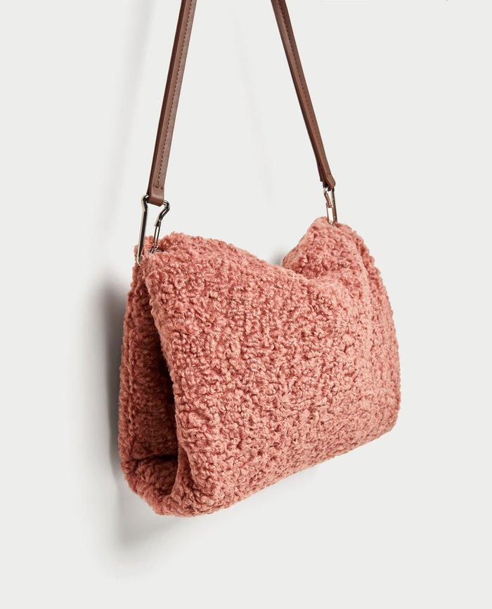 Nên để túi ở những nơi khô thoáng, tránh ẩm ướt