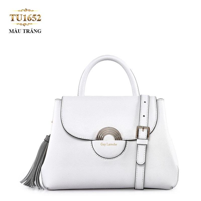 Phần móc tua rua nhìn trông đơn giản nhưng tinh tế và khéo léo vô cùng của chiếc túi xách nữ da thật TU1652