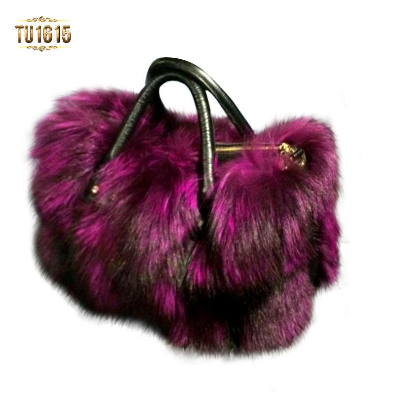 Túi xách lông gam màu sang trọng tôn lên nét đẹp quý phái của người dùng TU1615