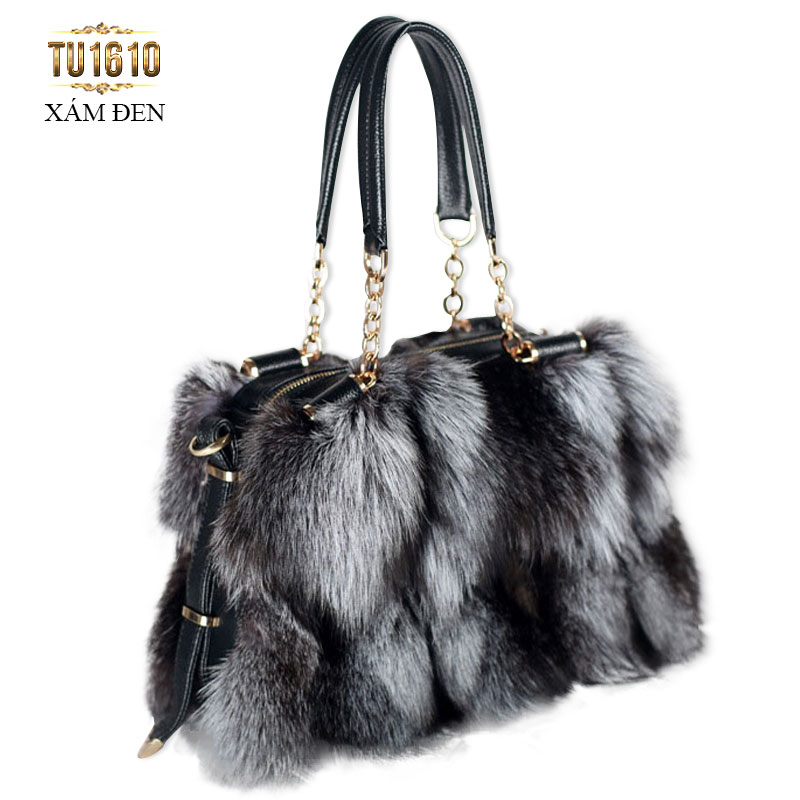 Gam màu xám đen là chiếc túi rất phù hợp với phong cách thời trang của quý cô trung niên TU1610; Giá: 2.877.000đ
